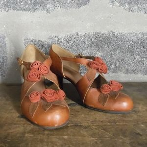 Miss Albright Bouquet of Roses retro heels pumps
